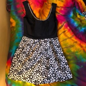 Dresses & Skirts - Excellent condition Dress